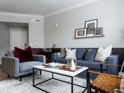 Photo for Chic 3 Bedroom Apt 10 min to AS Univ