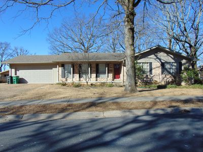 4 Bd , 2 Ba Home on the Lake in Safe, Convenient Area.  Sleeps 12