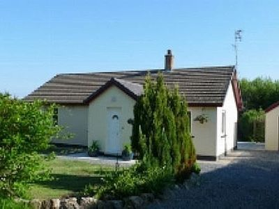 Photo for A pet-friendly, detached bungalow in a rural spot, close to many attractions