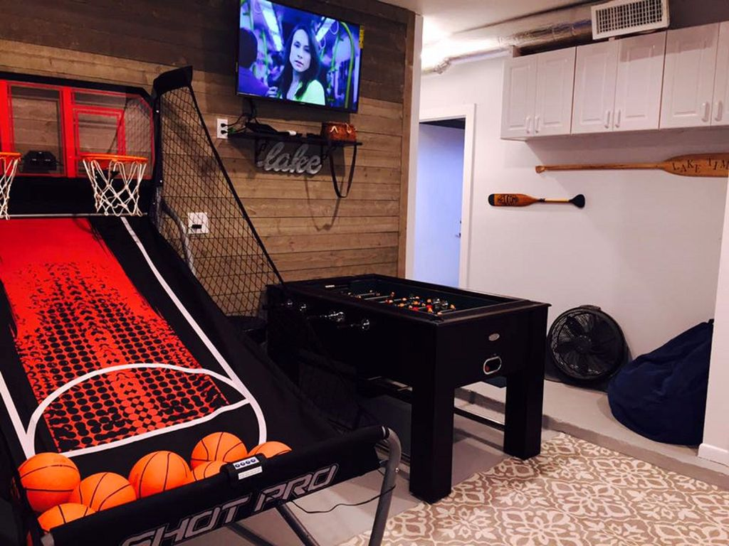 CONVERTED GARAGE GAME ROOM W/HEAT/AC BASKETBALL FOOS BALL SHUFFLE BOARD TV