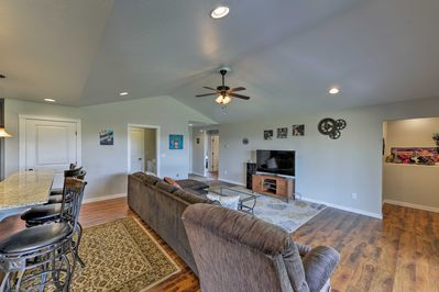 Explore Southern Oregon from this modern vacation rental home in Medford!
