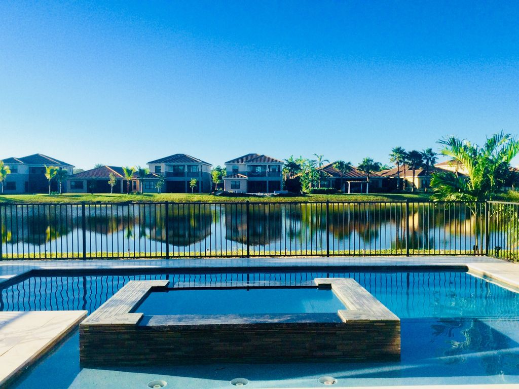 Stirling Executive Home: Ultra Luxury 6 Star Executive Waterfront ...