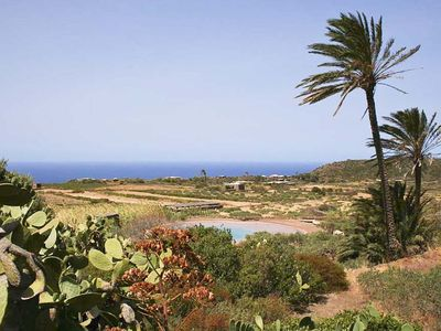 Photo for Charming villa with pool in Pantelleria