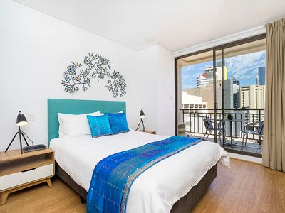 Photo for 904 Sky High Perfect Pad , 5 * Huge Renovated - sleeps 3 - many extras