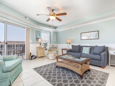 Gull Reef 633 - Living area with attached balcony and sleeper sofa