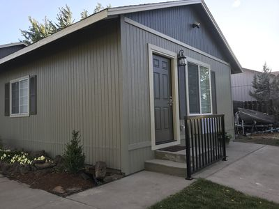 Redmond retreat - private drive to door, keypad for your flexible checkin.