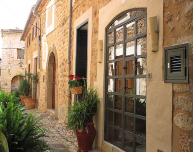 Photo for Charming stone townhouse with roof terrace close to village square
