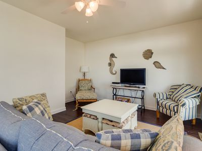 Photo for Charming dog-friendly townhouse just 1 1/2 blocks to the beach w/ shared pool
