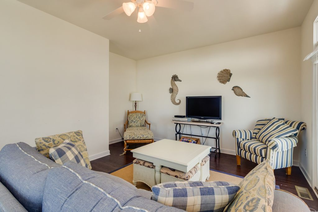 Charming Dog Friendly Townhouse Just 1 2 Blocks To The Beach W Shared Pool Midtown Ocean City