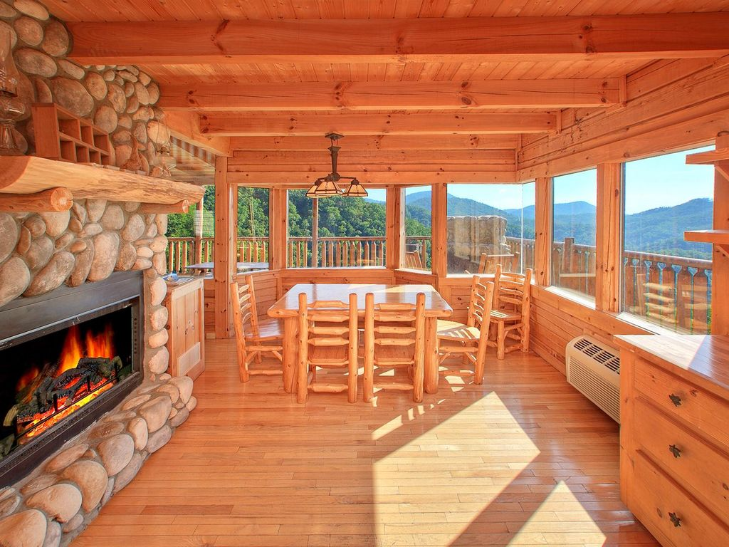 Treetop oasis 56 roomy 3 bedroom cabin with great views for 3 bedroom log cabin prices