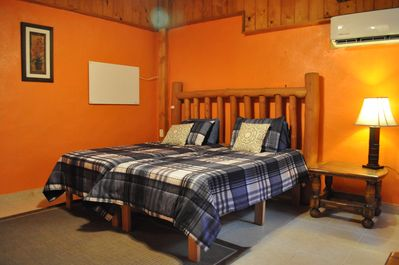 Master bedroon with 2 twin beds