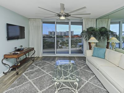 COZY, FLORIDIAN DECORATED!! OPEN 4/4-11!! PRIVATE BALCONY!