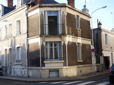 Photo for Small house with courtyard in downtown Tours