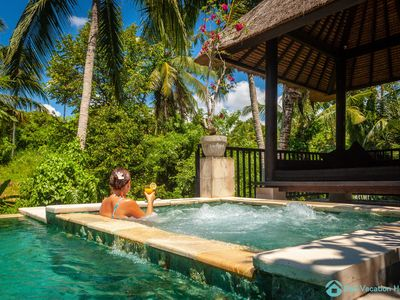 Photo for 5 * Pool villa in Ubud with free airport pick up and free use of bikes!