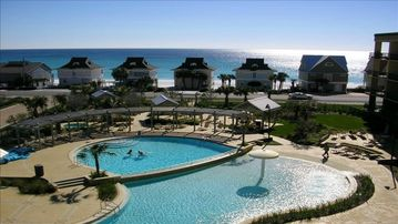 Gulf Views & Excellent Pools at Beach Resort Condo