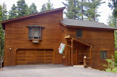 Charney Chalet - front of home with spacious flat driveway, easy access