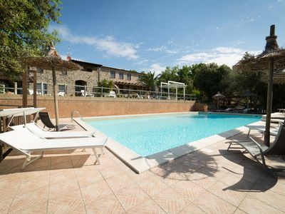 Photo for Cottage in the Tuscan countryside with swimming pool