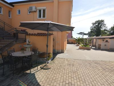 Photo for Apartment 1.1 km from the center of Poreč with Internet, Air conditioning, Garden (984012)