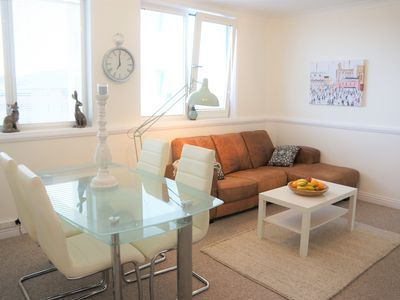Photo for * Comfy & Cosy 2 Bedroom Flat * Westbourne * High Street * Free Parking *