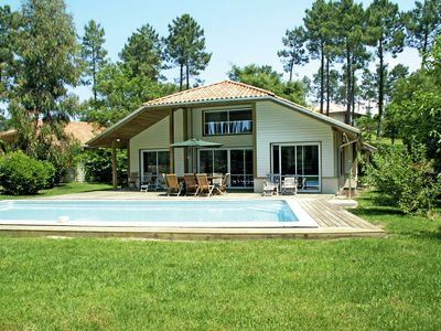 Photo for Nice villa with a private swimming pool, 900m from the beach