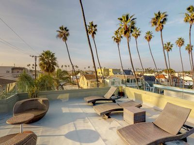 Upscale home w/ ocean view roof deck & full kitchen - walk to beach