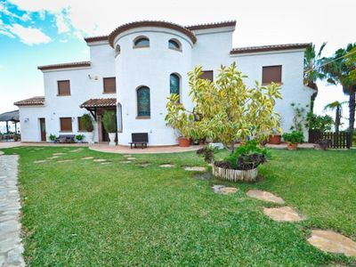Photo for Luxury villa with jacuzzi, pool, barbecue and cellar dream