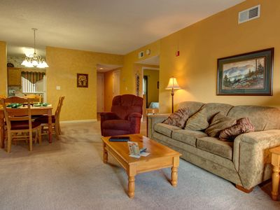 52 TV, 2 BR, Downtown Pigeon Forge, Free Night in May