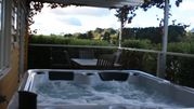 Marzden Cottage   Close to Town with Hotub