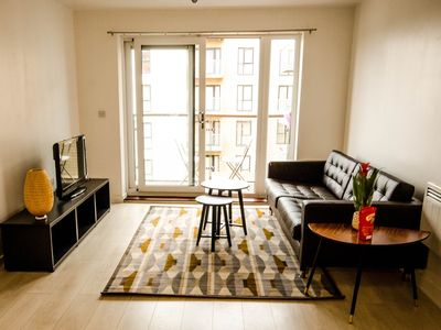 Photo for Modern 2 bed flat - great transport links to central London