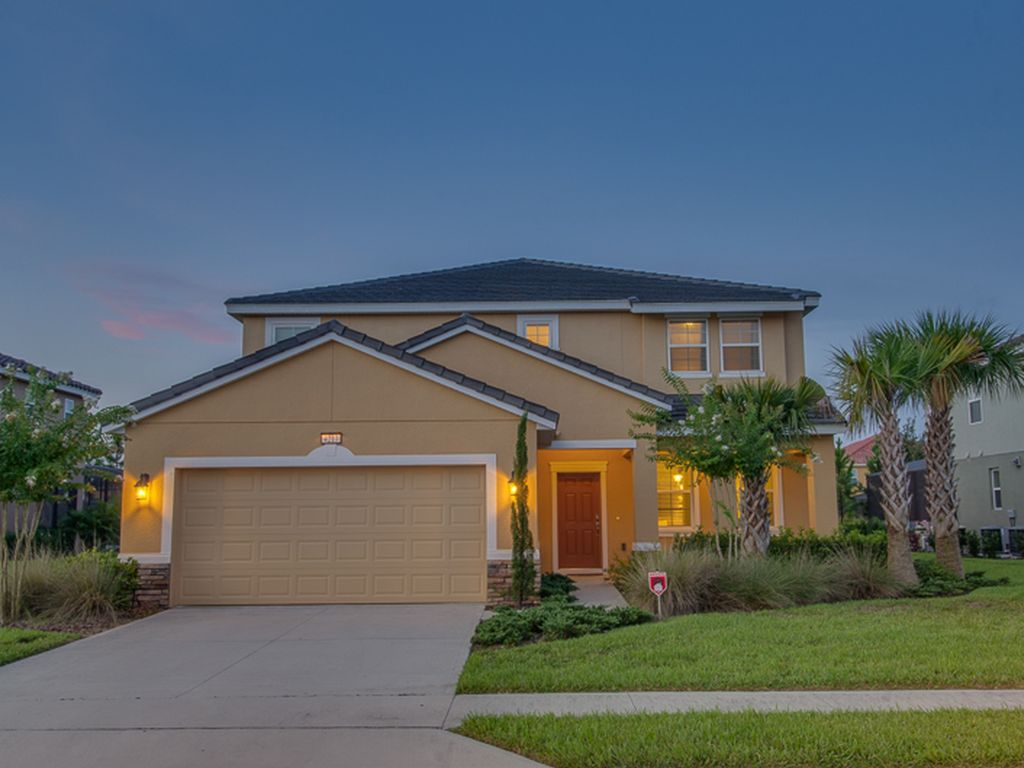 South Facing 6 Bedroom Home Sleeping 13 With 4.5 Bathrooms ...
