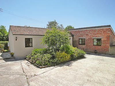 Photo for 2 bedroom property in Bettiscombe.