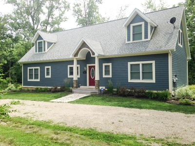 Beautifully Decorated Home W / Hot Tub, Very Close to Beach, Large Wooded Lot