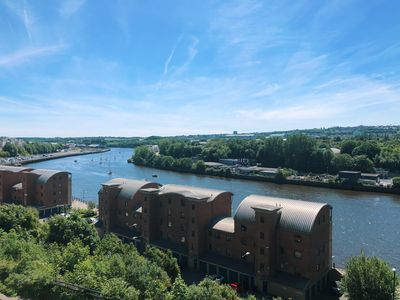 Photo for Modern 2 bedroom flat with stunning river view