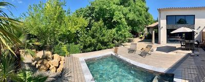 Photo for Villa swimming pool / jacuzzi in Aix countryside