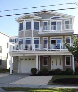 Beach Block home 4 houses from the beach, open floor plan Pristine home.