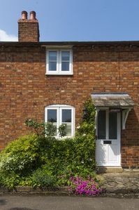 Photo for Idyllic 2 bedroom, 2 bathroom country cottage close to Stratford upon Avon