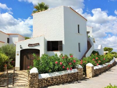 Photo for Apartment Fucsia in charming villa, 2 minutes from the beach