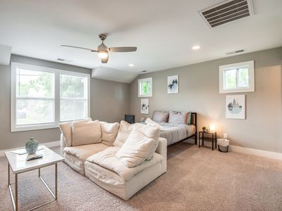 Photo for Beautiful, modern apartment heartbeats away from restaurants, shopping and more!