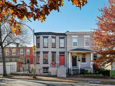 Bright, Quaint, Clean Property minutes from Downtown DC