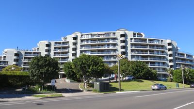 Photo for 1BR Apartment Vacation Rental in Wentworth Point, NSW