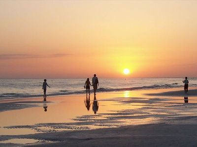 A 10 minute walk to Siesta Beach, the No.1 Beach in the US