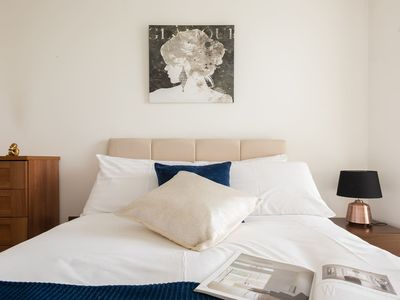 Photo for Shard View 2Bed Apartment next to Borough St 9925