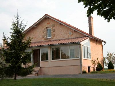 Photo for Gite Sainte-Colombe (Gironde), 2 bedrooms, 4 persons