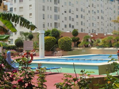 Photo for Spacious apartment, 3mins to beach, heart of all amenities