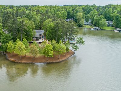 Photo for Waterfront paradise on private cove with large outdoor living area