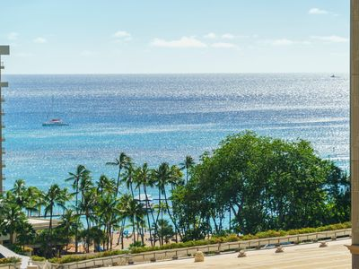 Photo for 2 Free Parking!! Spacious 1 Bedroom Penthouse in Palms at Waikiki (PW01)