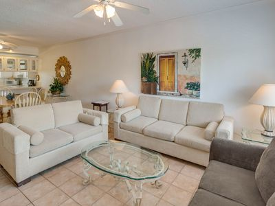 Bright condo boasts shared pool/hot tub and easy access to nearby attractions!