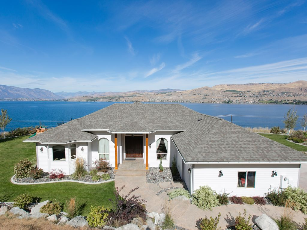 10 Wineries, golfing, boat/jet ski rentals, waterpark, restaurants within  5k  - Chelan