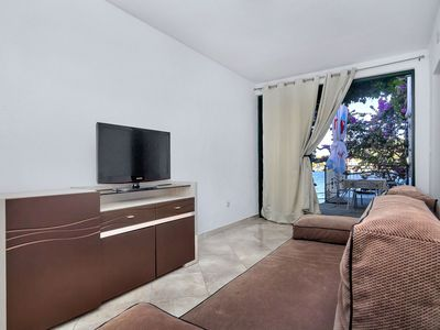 Photo for Cosy apartment for 6 guests with A/C, WIFI, TV, pets allowed and parking