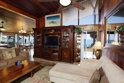 Living room view of surfers, boaters and paddlers without leaving your seat.